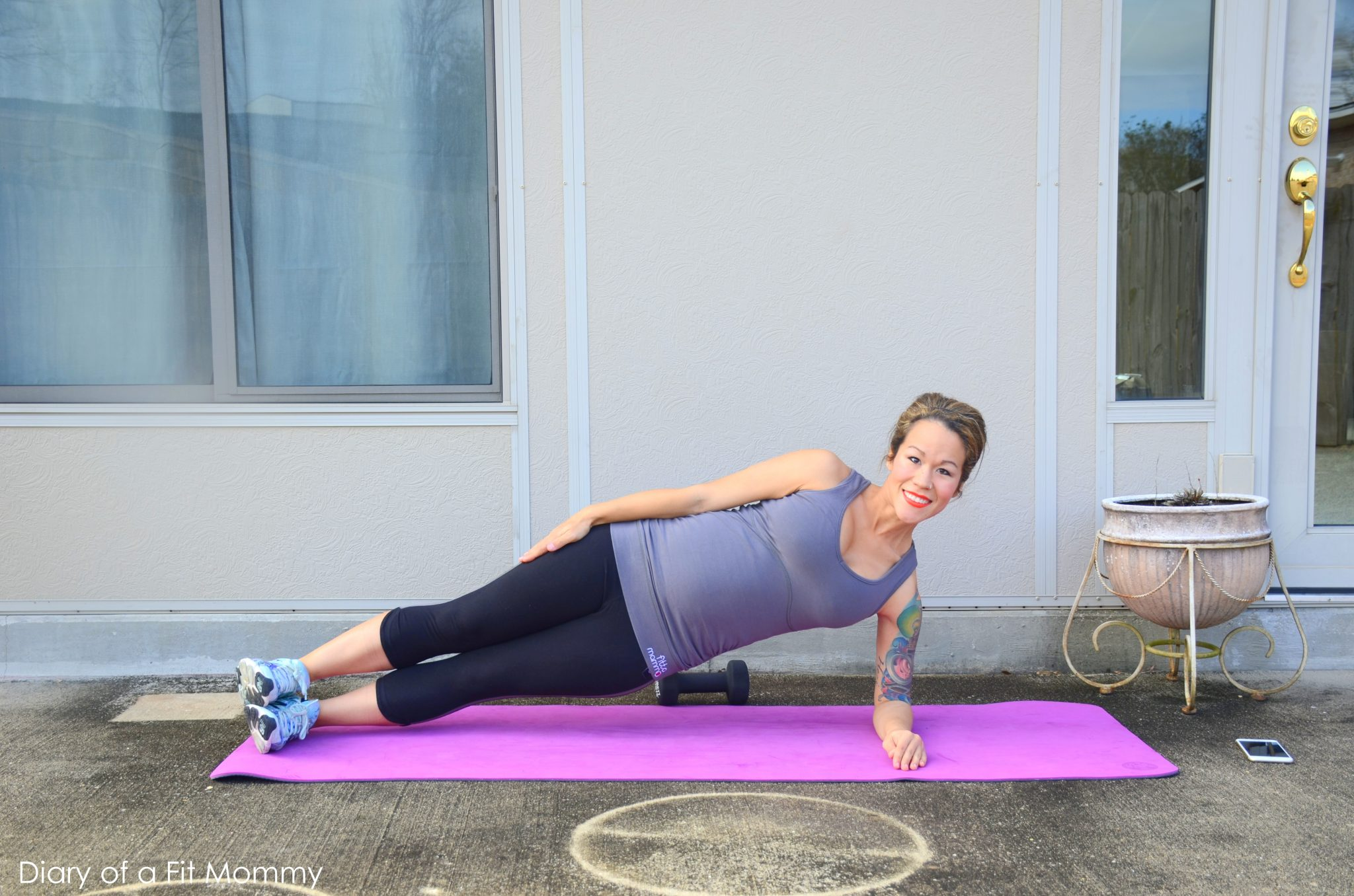 8 Moves To Work Your Love Handles During Pregnancy